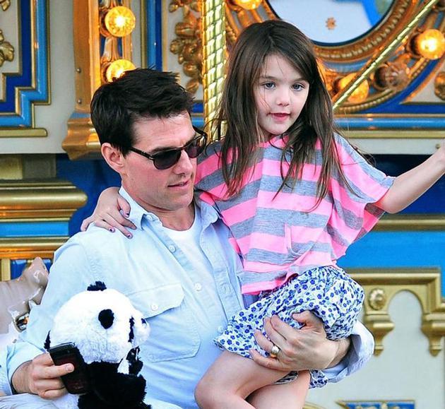 汤姆克鲁斯与女儿苏瑞旧照