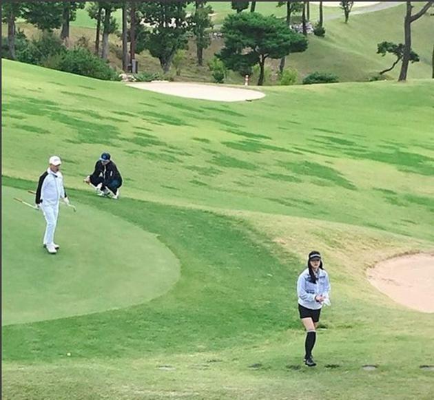 金泰熙和Rain打高尔夫