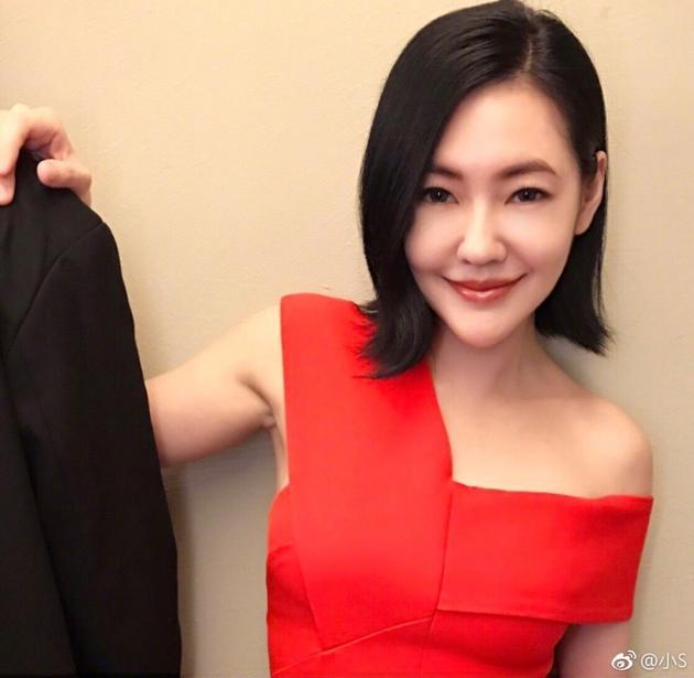 小S微博晒合影,新搭档未露脸