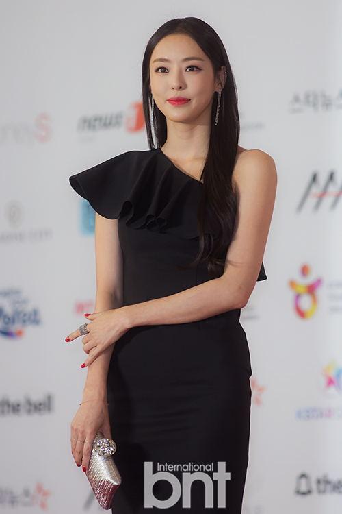 韩国人气演员李多喜