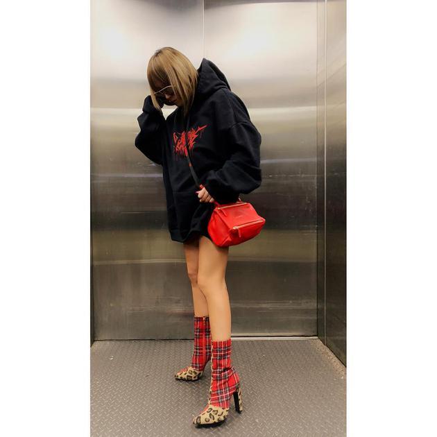 滨崎步Instagram贴新照秀美腿 获粉丝留言称赞