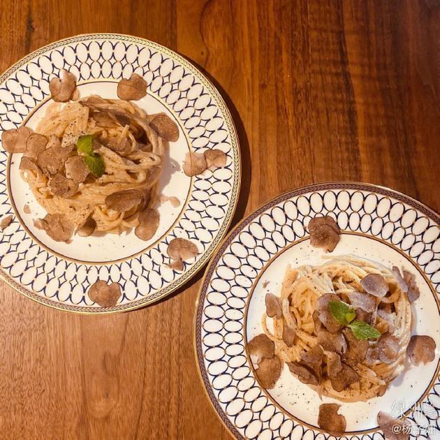杨子姗晒奶油蘑菇面