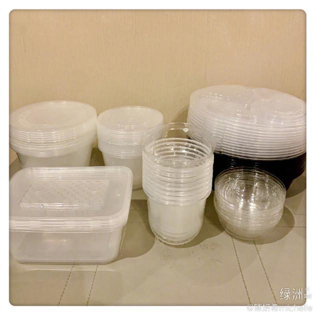 陈妍希细心洗净塑料餐具:希望它们有机会被回收