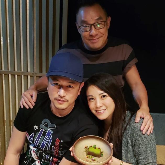 陈键锋(左下)与好友聚餐
