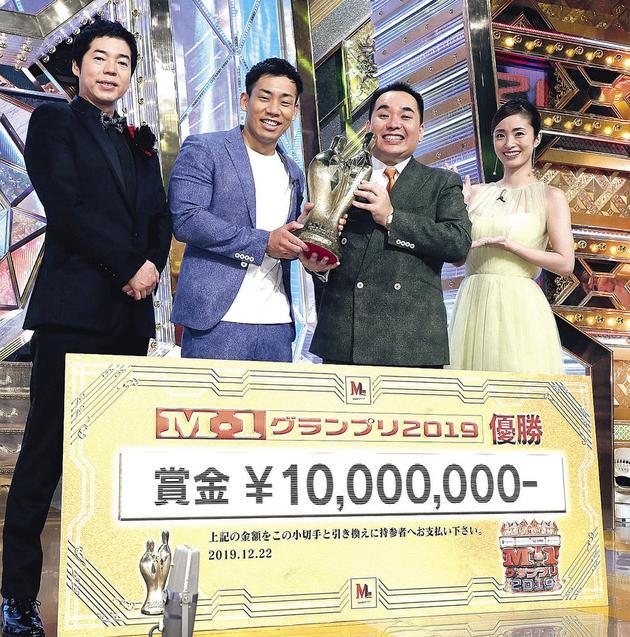 《M-1漫才大奖赛2019》节目现场,左起今田耕司、驹场孝、内海崇、上户彩