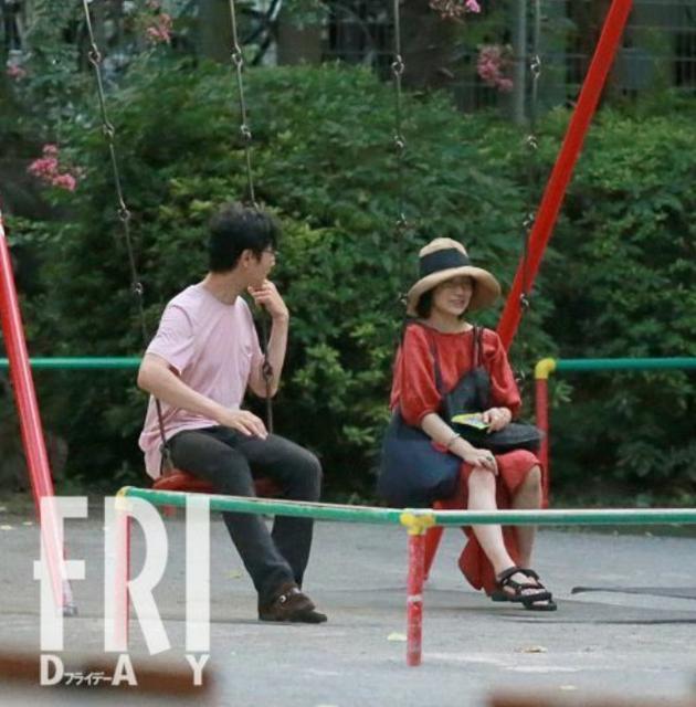 堺雅人和菅野美穗曾经逛公园被拍