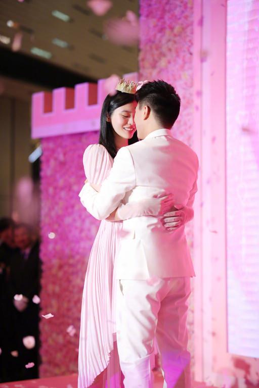 奚梦瑶甜蜜接受求婚