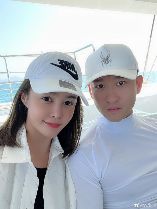 曹云金与女友