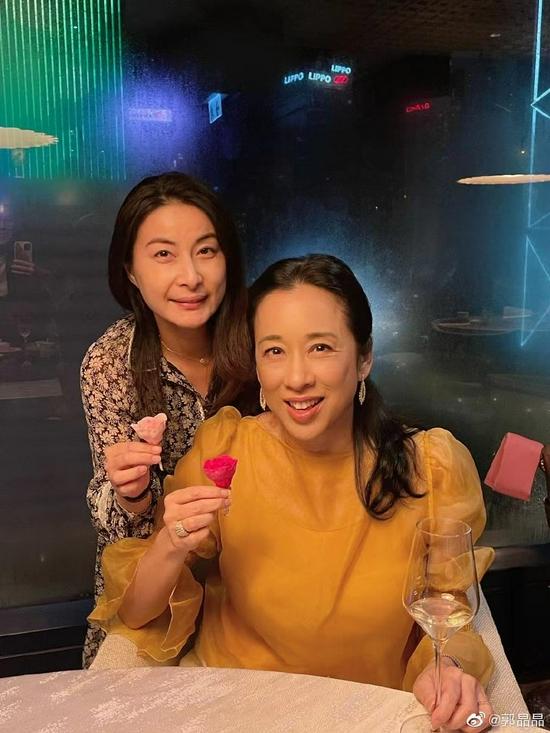 郭晶晶和婆婆朱玲玲
