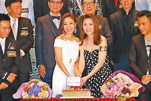 杨怡跟周丽淇齐齐预祝39岁生日