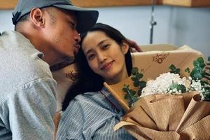 余文乐为1岁女儿庆生 亲吻产后的王棠云甜蜜温馨