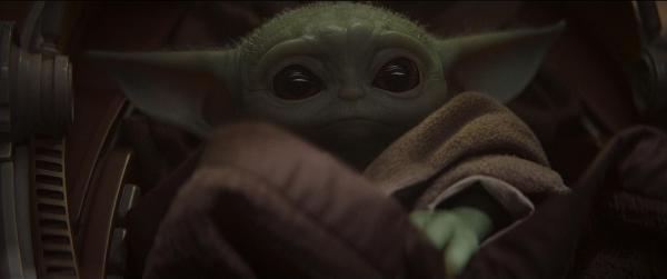 """《曼达洛人》剧照,""""尤达宝宝""""在剧中的第一个特写镜头"""
