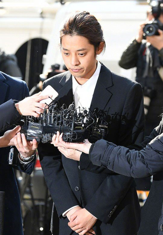 郑俊英将手机恢复出厂设置 聘请检察官出身律师