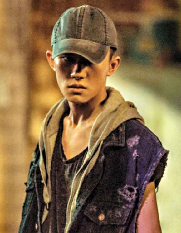 19岁的易烊千玺凭《少年的你》挑战影帝宝座。