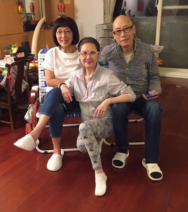 马海伦上载她与岳华跟李琳琳的旧照悼念。
