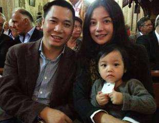 赵薇黄有龙怀抱女儿的旧照