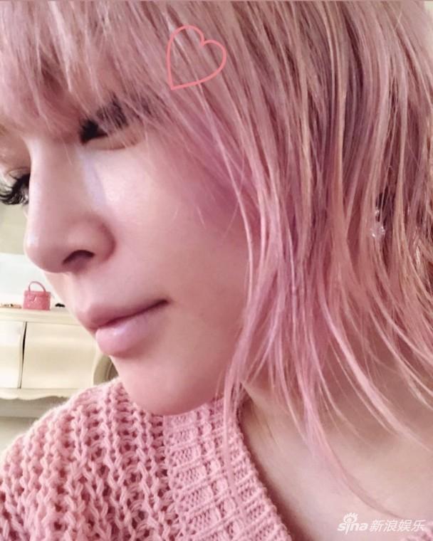 滨崎步公开粉红头LOOK 粉丝劣评:一把年纪扮嫩