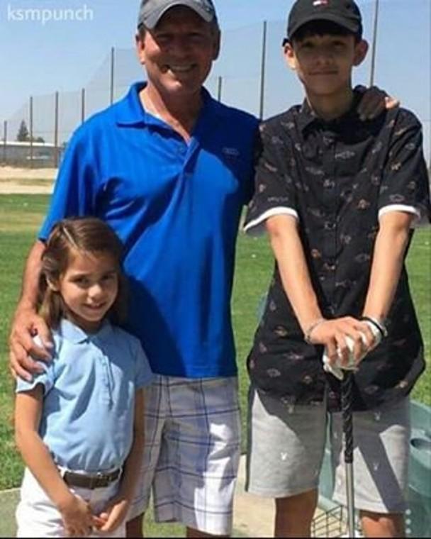 Kim Samuel与父亲Jose Arredondo及妹妹感情十分要好。