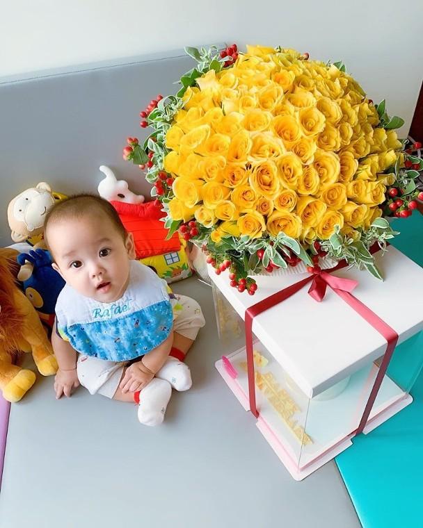 郑嘉颖陈凯琳结婚一周年 发宝宝照片 众艺人称赞宝宝郑承悦好可爱