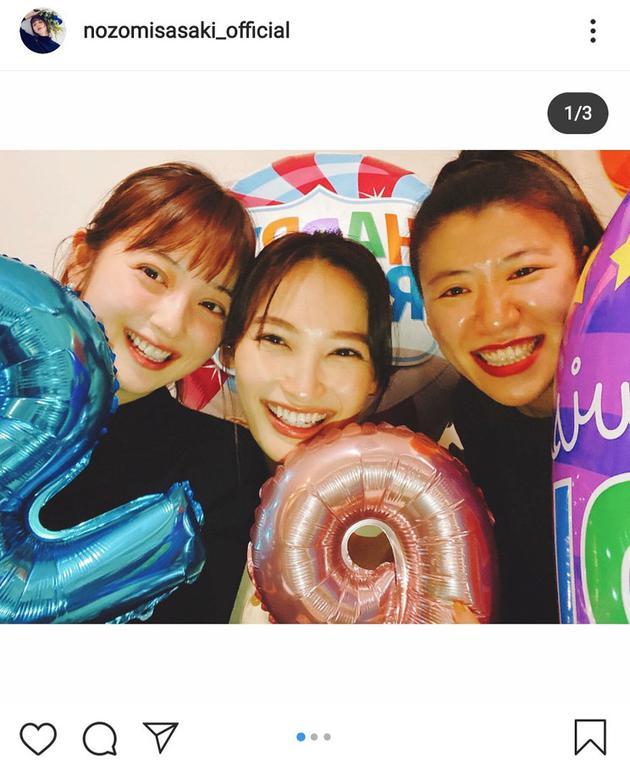 佐佐木希Instagram分享大政绚29岁生日趴相符影