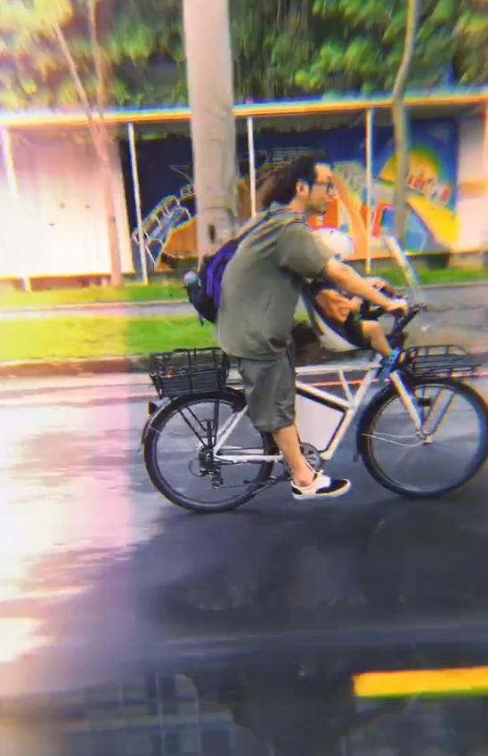 陈意涵晒一家三口外出骑车的视频  画面温馨十足