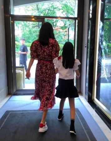 金喜善与女儿