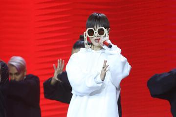 李宇春表演《Hoodie》诠释音乐态度
