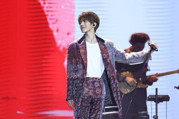 蔡徐坤表演《重生》向世界宣告少年的美