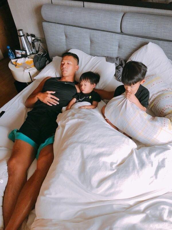 陈建州陪儿子享受周末时光 赖床不起惹范玮琪羡慕