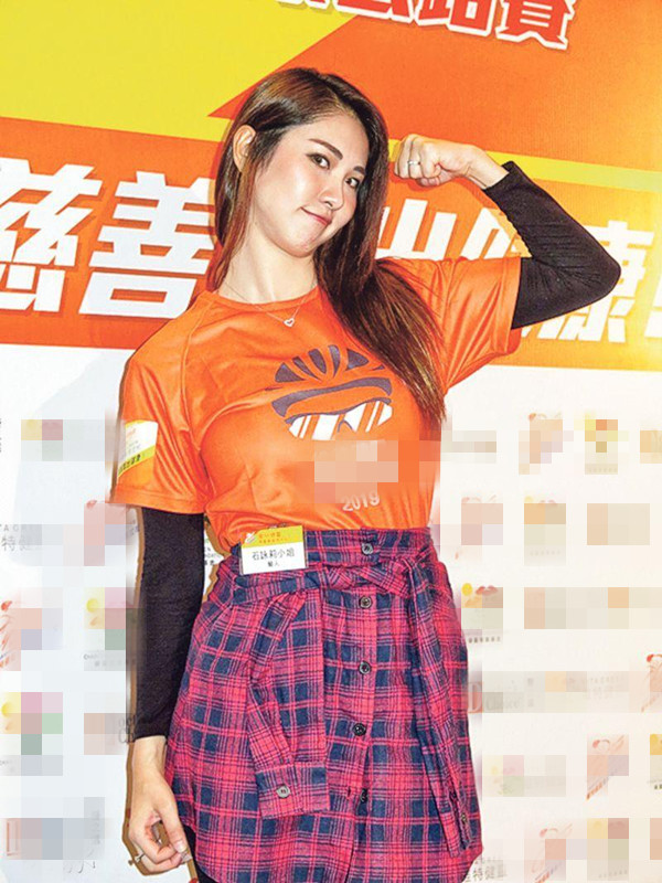 石咏莉勤苦健身是由于不想输给老公邓健泓。