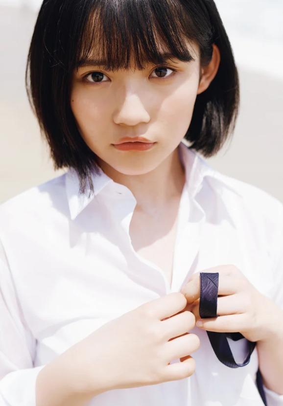 AKB48新C位矢作萌夏发行写真集 被赞健康性感
