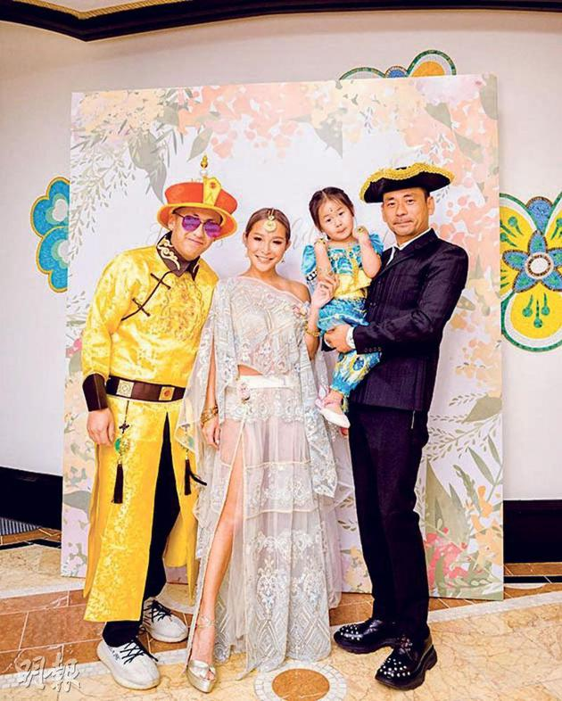 周焯华大儿子周柏豪(左起)、陈慧玲及女儿