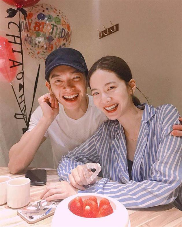 曾之乔和辰亦儒在幼年夜公开婚讯