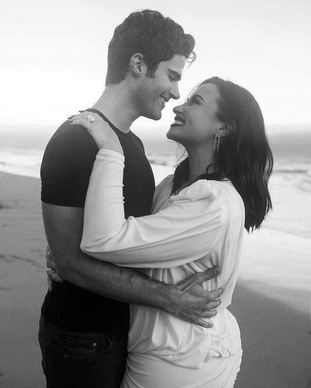 黛米-洛瓦托甜蜜回忆求婚之夜:是最好的夜晚