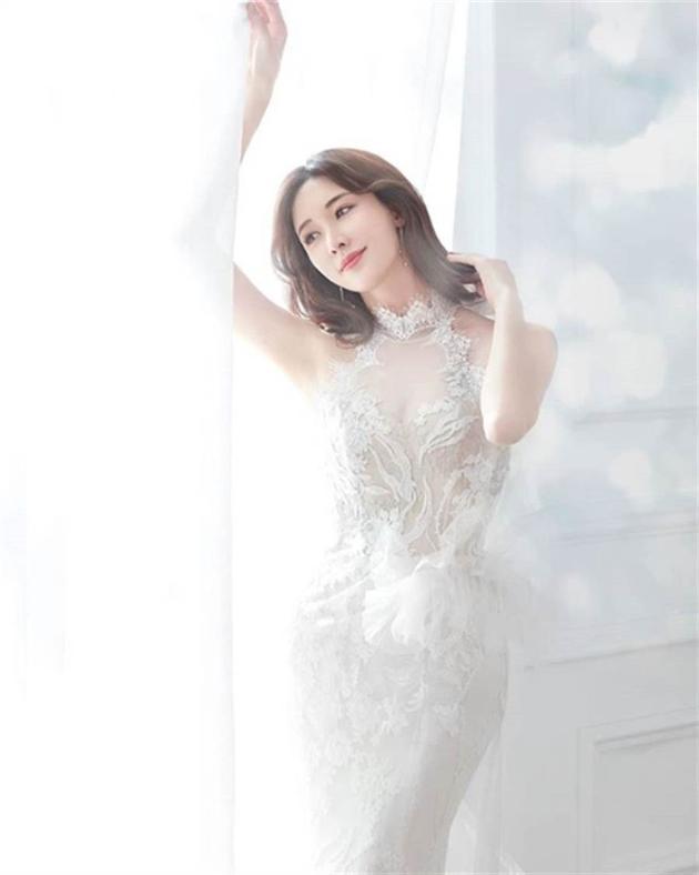 林志玲日前在IG秀出白紗照