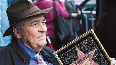 美国当地时间2013年11月19日,贝托鲁奇获得星光大道一颗星。