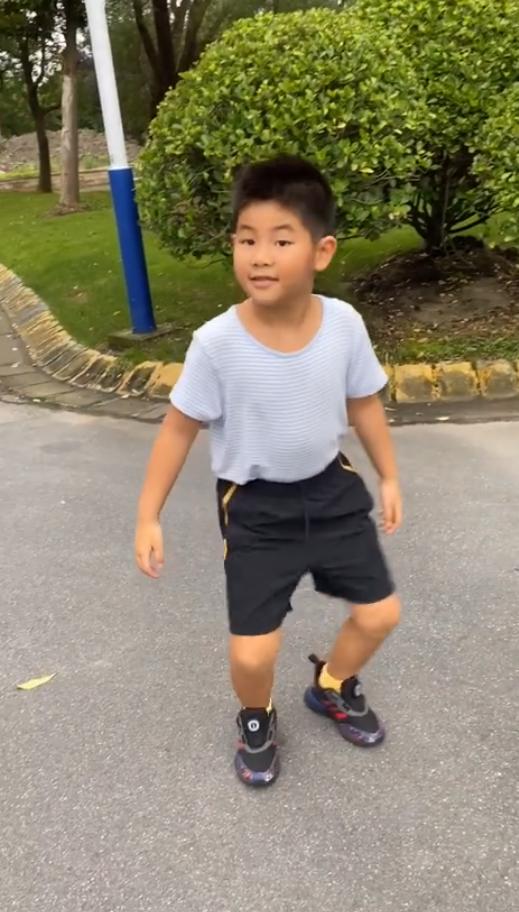 幼鱼儿跳舞