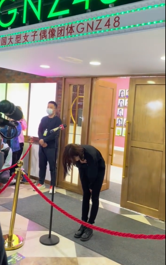 SNH48谢蕾蕾因谈恋爱公开道歉