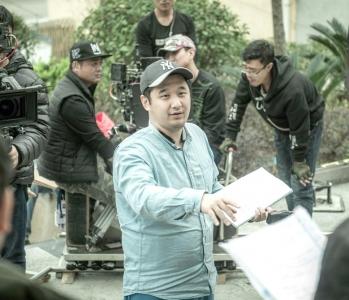 导演工作照。
