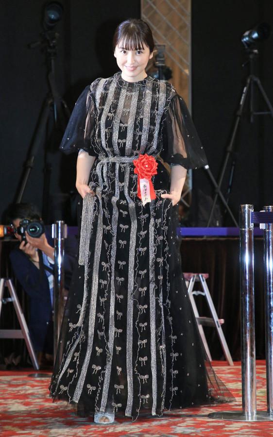 12月18日东京长泽雅美出席第44届报知电影奖授奖典礼