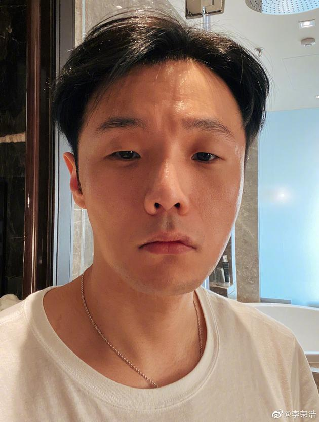 李荣浩自拍
