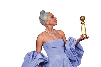 手握金球奖杯的Lady Gaga。
