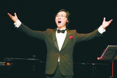 """今年1月3日,在日内瓦落成于19世纪的沙龙剧院,廖昌永以""""中国古典诗词与书画""""为名,将中国艺术歌曲唱到瑞士。"""