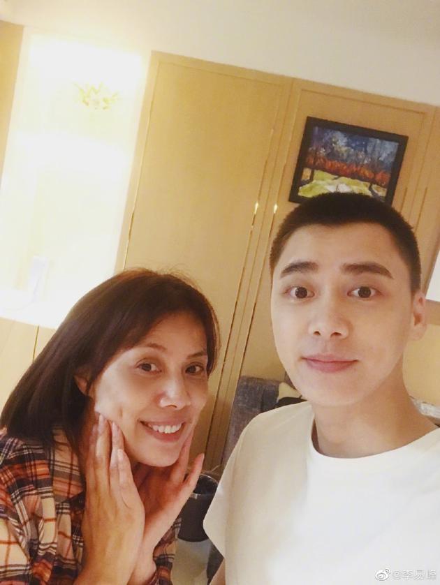 李易峰和妈妈