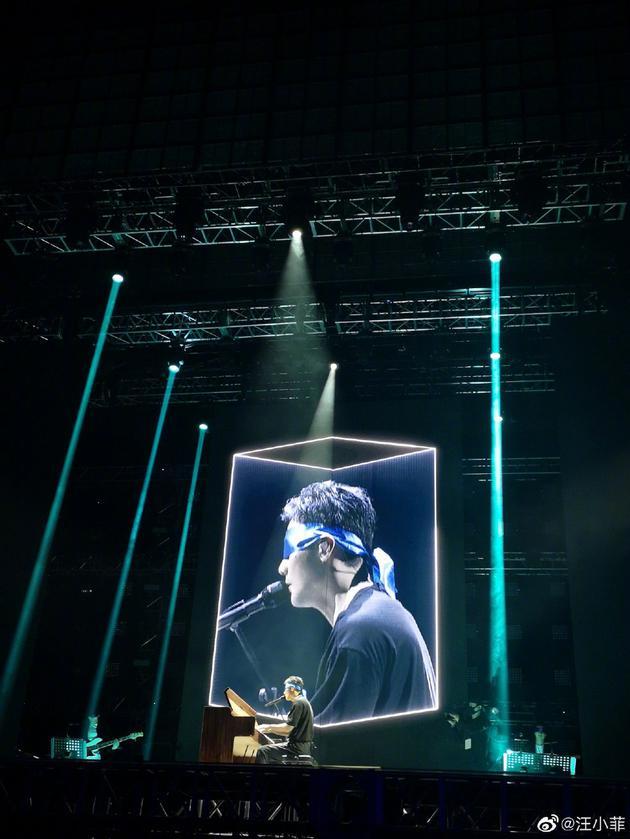李荣浩宣布将在台北开唱 霸气帮粉丝交罚款