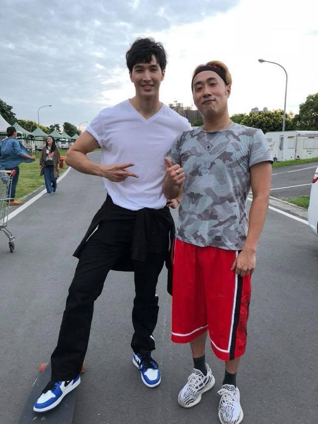 台男星曝录像时失控暴打锦荣 目击者:他很亢奋