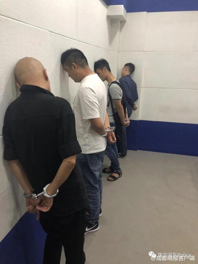10余名嫌犯被抓