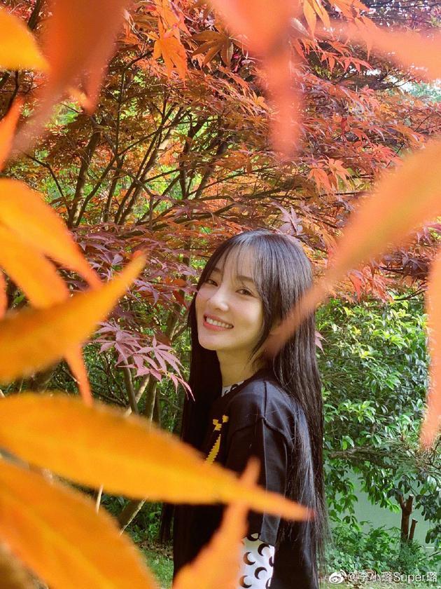 李小璐甜笑
