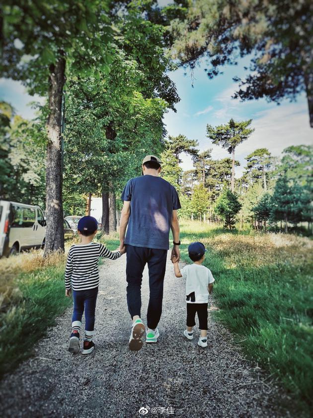 靳东和两个儿子