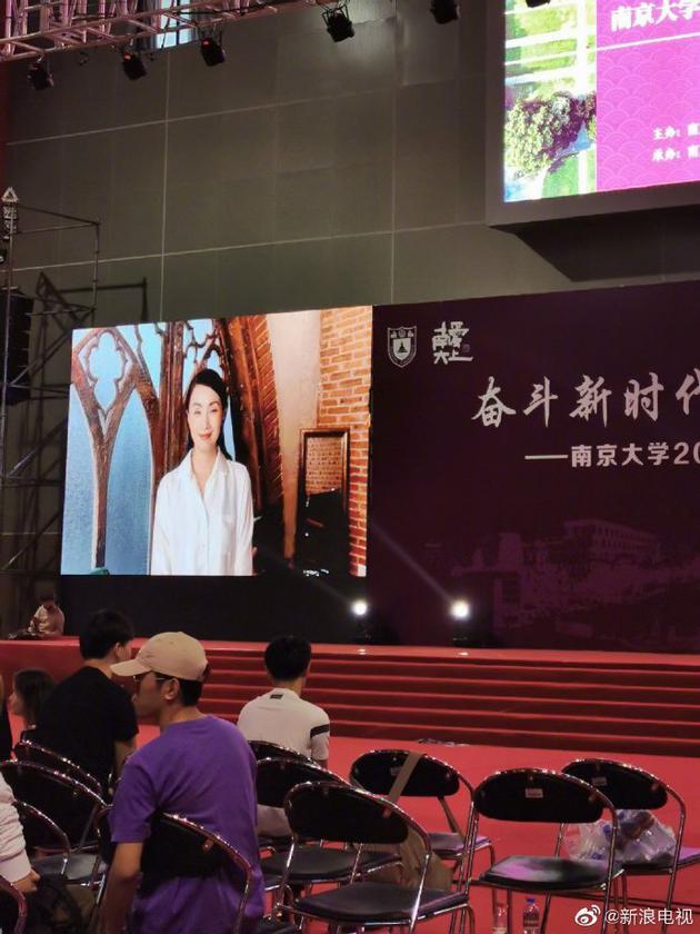 小陶虹给南京大学录视频